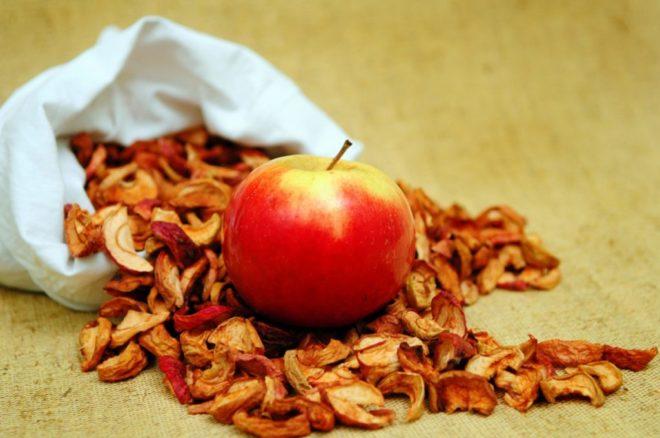 На сушеных яблоках