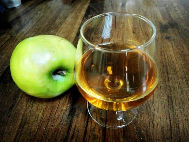 Наливка яблочная на водке