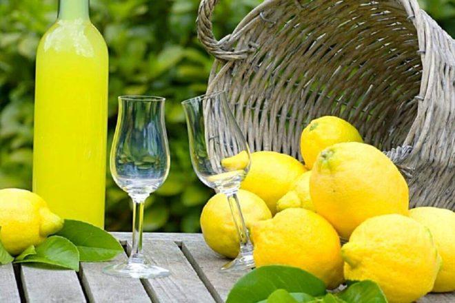 Рецепт ароматного коктейля с ликером Лимончелло