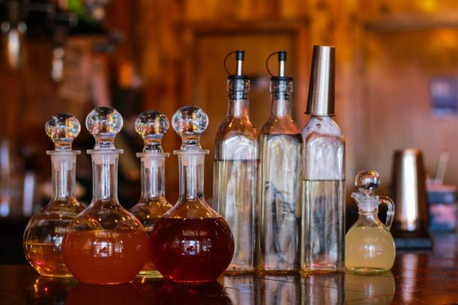 графины и бутылки с настойками хрена