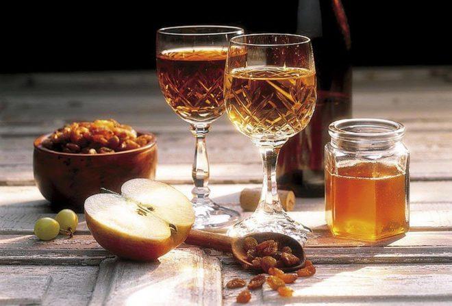 яблоко мед изюм фужеры с медовухой